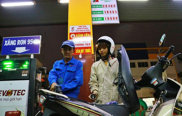 Bỏ quỹ bình ổn xăng dầu, doanh nghiệp rất vui! - Ảnh 1.