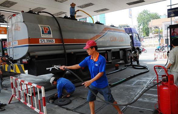 Bỏ quỹ bình ổn, giá xăng dầu có nhảy múa? - Ảnh 2.