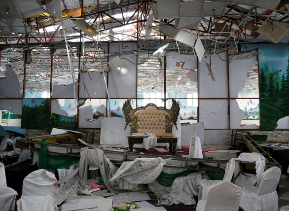 Bom nổ giữa đám cưới ở thủ đô Afghanistan, 63 người thiệt mạng - Ảnh 2.