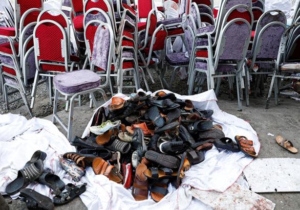 Bom nổ giữa đám cưới ở thủ đô Afghanistan, 63 người thiệt mạng - Ảnh 3.