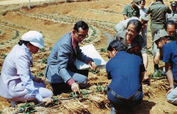 Nhìn lại hành trình thay trời làm mưa giúp nông dân của Nhà vua Thái - Ảnh 1.