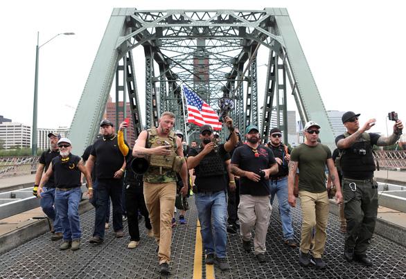 Cực hữu - cực tả giáp mặt ở Mỹ, 13 người bị bắt - Ảnh 3.