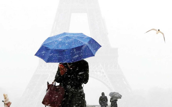 Luật chống quấy rối phụ nữ ở Pháp: Sau 1 năm chỉ xử được hơn 700 ông - Ảnh 1.