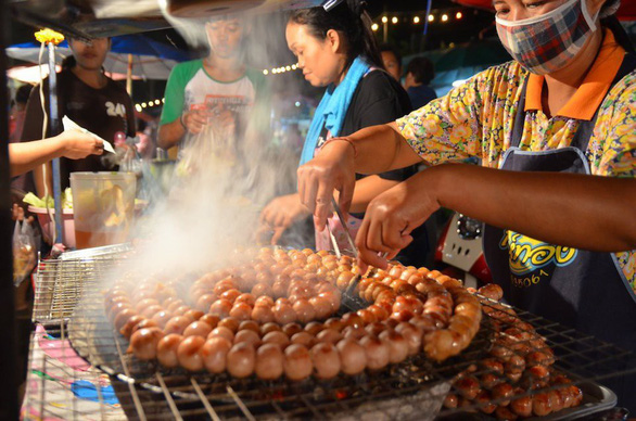 Thái Lan làm sạch thức ăn đường phố để hút du lịch - Ảnh 2.
