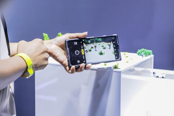 Camera của smartphone đã lên đến 64 'chấm' - Ảnh 1.