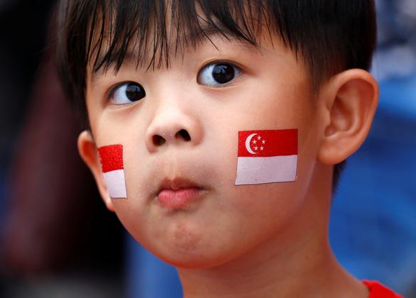 Nhà nghèo ở Singapore được cho tiền để con cái đi học - Ảnh 1.