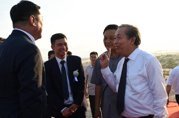 Khánh thành nhà máy điện mặt trời đầu tiên của Bình Định - Ảnh 2.