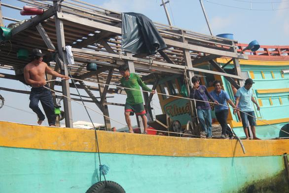 Ngư dân Việt Nam kể chuyện cứu 22 thuyền viên Philippines bị tàu Trung Quốc đâm - Ảnh 5.