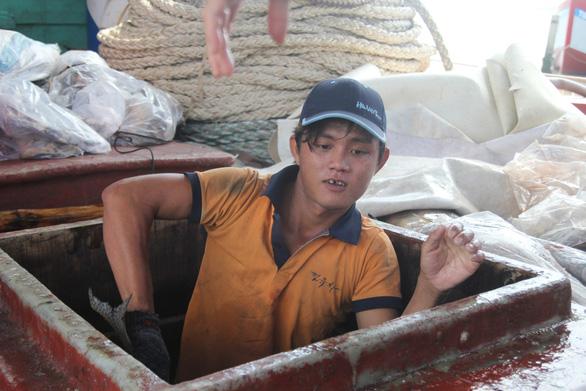 Ngư dân Việt Nam kể chuyện cứu 22 thuyền viên Philippines bị tàu Trung Quốc đâm - Ảnh 7.