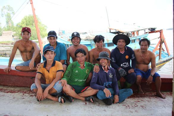 Ngư dân Việt Nam kể chuyện cứu 22 thuyền viên Philippines bị tàu Trung Quốc đâm - Ảnh 1.