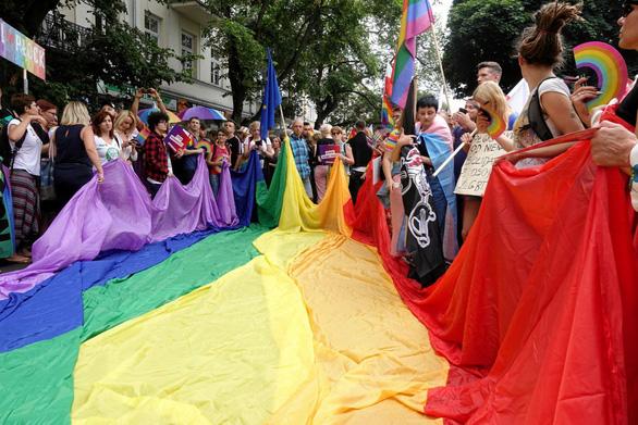 Dạy khoan dung với cộng đồng LGBT từ trường công - Ảnh 1.