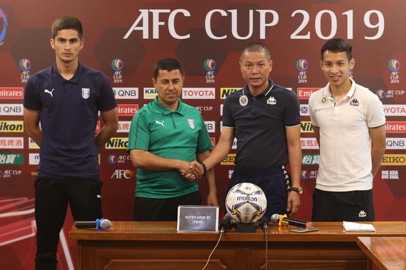 HLV và cầu thủ CLB Altyn Asyr nói: Văn Quyết hay nhất Hà Nội FC - Ảnh 1.