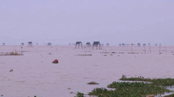 Hàng chục ngàn hộ dân đi trú ẩn trước khi bão số 3 đổ bộ - Ảnh 1.