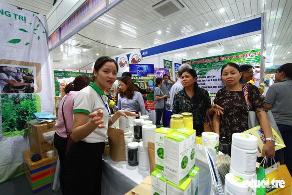 Hội chợ ở Đà Nẵng quy tụ nhiều doanh nghiệp quốc tế - Ảnh 1.