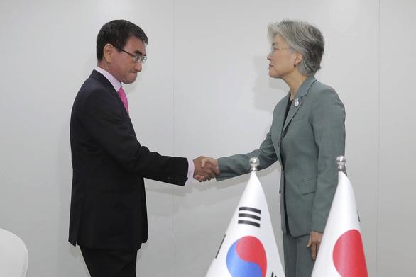 Nhật đưa Hàn Quốc khỏi danh sách trắng hưởng ưu đãi xuất khẩu - Ảnh 1.