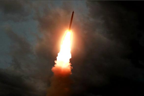 Triều Tiên phóng tên lửa tầm ngắn ra biển Nhật Bản? - Ảnh 1.