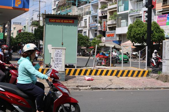TP.HCM: nhiều chốt bảo vệ dân phố, dân phòng để chơi không - Ảnh 3.