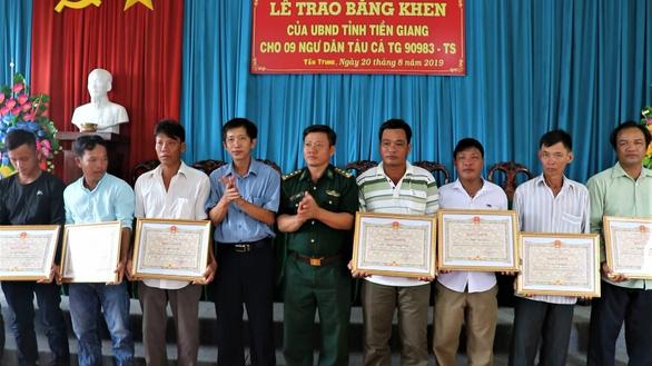 Khen thưởng 9 thuyền viên cứu nạn 22 ngư dân Philippines - Ảnh 1.