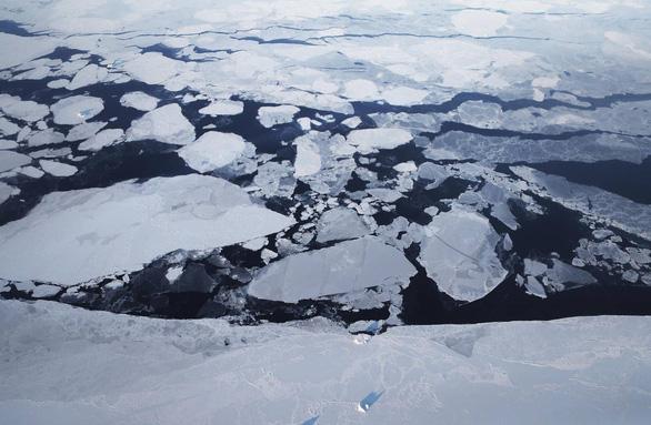 Vì sao Greenland mất 12,5 tỉ tấn băng chỉ trong một ngày? - Ảnh 1.