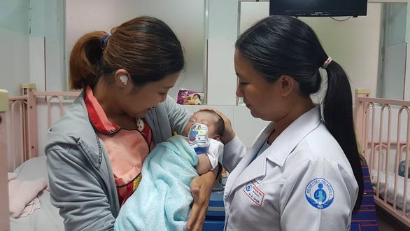 Êkip 20 người mổ tim cứu bé 3 ngày tuổi - Ảnh 1.
