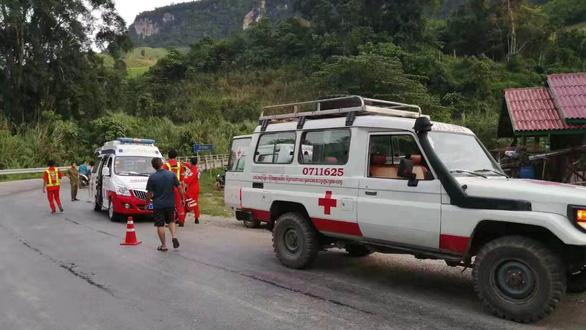 Xe chở du khách Trung Quốc gặp nạn ở Lào, ít nhất 13 người chết - Ảnh 3.