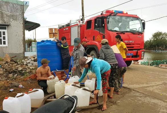 Miền Trung: Phải dùng xe cứu hỏa tiếp nước cho dân vùng hạn - Ảnh 4.