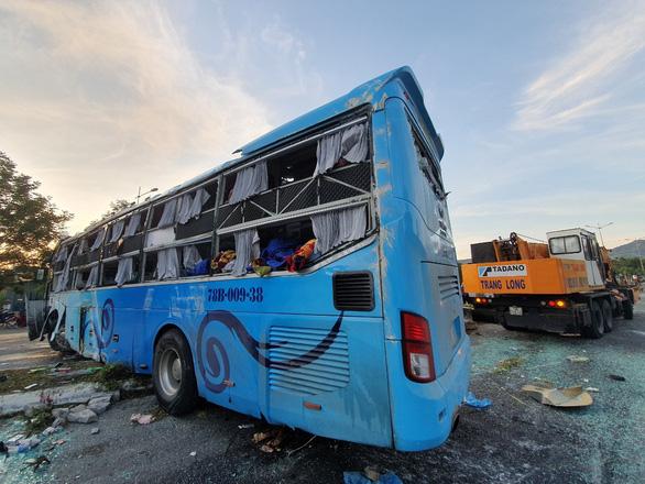 Hai xe khách va chạm, 1 người chết, 20 người bị thương - Ảnh 4.