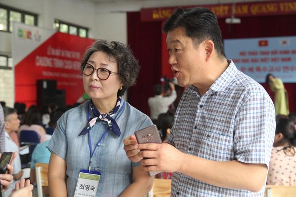Chuyến đò đặc biệt của cặp vợ chồng Hàn Quốc ở Việt Nam - Ảnh 2.