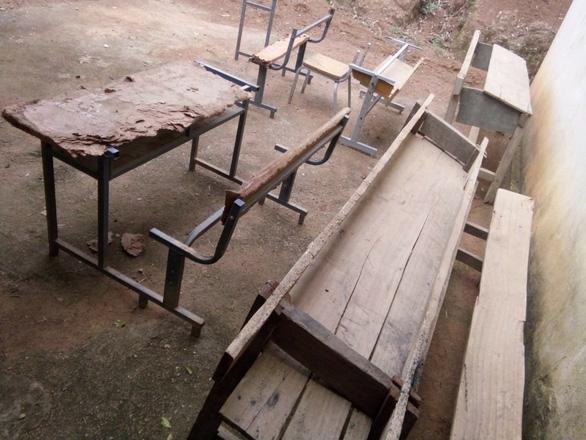 Năm học mới, hàng ngàn học sinh vùng cao Thanh Hóa thiếu bàn ghế  - Ảnh 2.