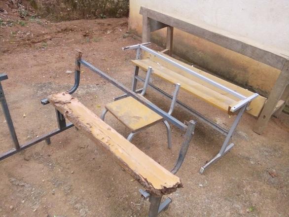 Năm học mới, hàng ngàn học sinh vùng cao Thanh Hóa thiếu bàn ghế  - Ảnh 3.