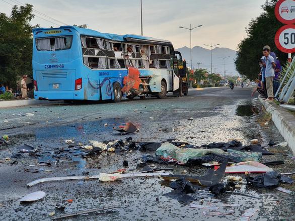 Hai xe khách va chạm, 1 người chết, 20 người bị thương - Ảnh 2.