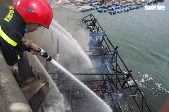 Phun cát cũng không cứu được tàu cá chứa quá nhiều dầu - Ảnh 2.