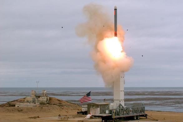 Mỹ thử tên lửa ở California, Trung Quốc tố chạy đua vũ trang - Ảnh 1.