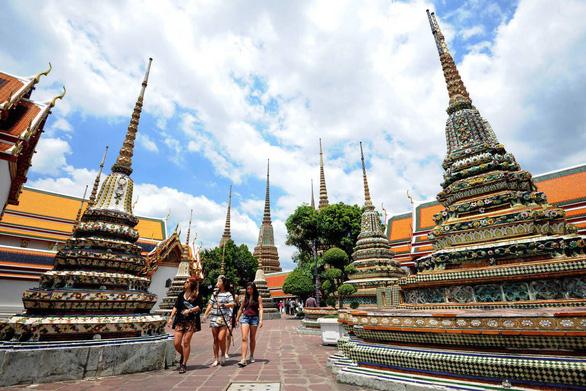 Thái Lan gia hạn chính sách miễn phí thị thực cho du khách 18 nước - Ảnh 1.