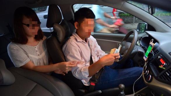 Hợp tác GrabTaxi, taxi truyền thống than vắng khách sử dụng - Ảnh 1.