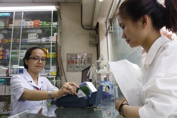 Trường học, bệnh viện sẽ lắp đặt thiết bị thanh toán không tiền mặt  - Ảnh 1.