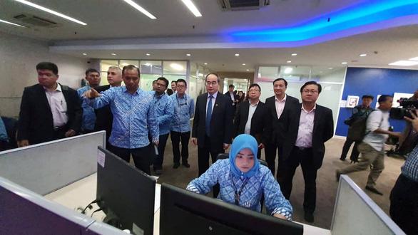 Lãnh đạo TP.HCM tìm hiểu dự án đê chống ngập và xe buýt nhanh Indonesia - Ảnh 4.