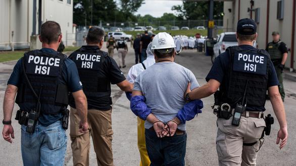 Bộ Công an Việt Nam phối hợp cảnh sát Mỹ bắt nghi phạm ấu dâm - Ảnh 1.