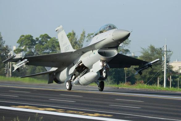 Trung Quốc dọa trừng phạt các công ty Mỹ liên quan vụ bán F-16 cho Đài Loan - Ảnh 1.