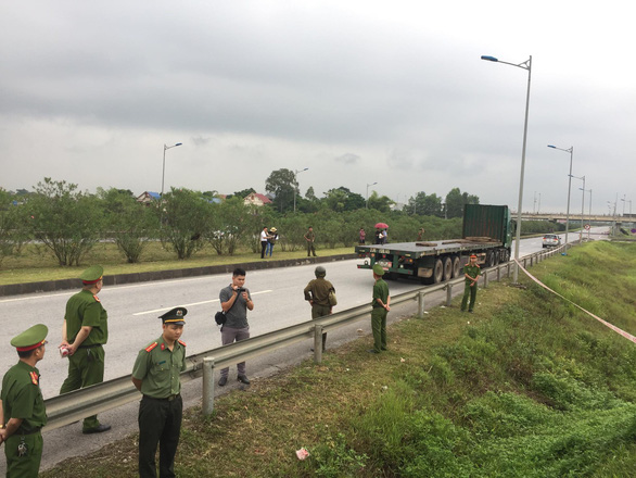 Thực nghiệm vụ xe container đâm xe Innova đi lùi trên cao tốc Thái Nguyên - Ảnh 1.