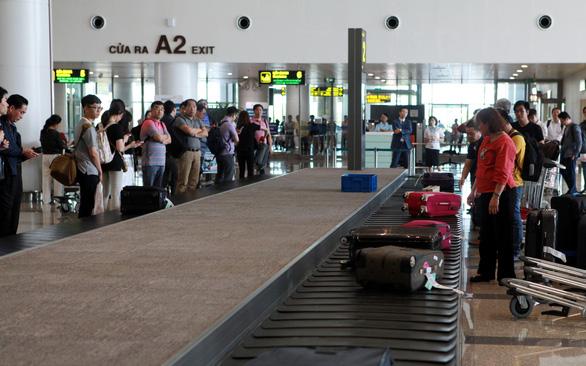 Hai nữ hành khách Việt Nam, Hàn Quốc đánh nhau xước đầu ở sân bay Nội Bài - Ảnh 1.