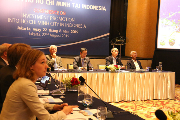Lãnh đạo TP.HCM tìm hiểu dự án đê chống ngập và xe buýt nhanh Indonesia - Ảnh 1.
