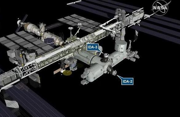 NASA lắp đặt bến đỗ cho tàu vũ trụ thương mại trên ISS - Ảnh 1.