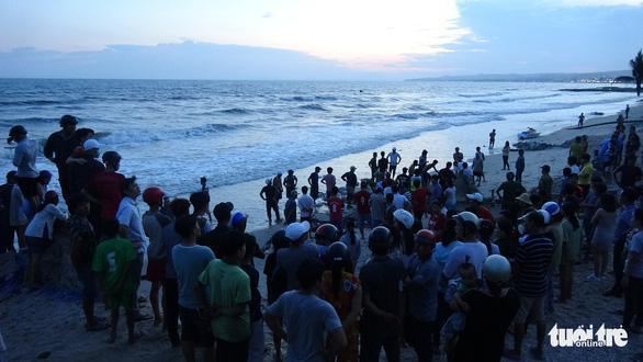Tìm thấy thi thể 4 du khách chết đuối ở Bình Thuận - Ảnh 1.