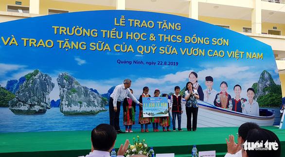Vinamilk tặng hơn 71.000 ly sữa cho học sinh vùng cao tại Quảng Ninh - Ảnh 5.