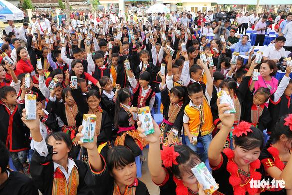 Vinamilk tặng hơn 71.000 ly sữa cho học sinh vùng cao tại Quảng Ninh - Ảnh 3.