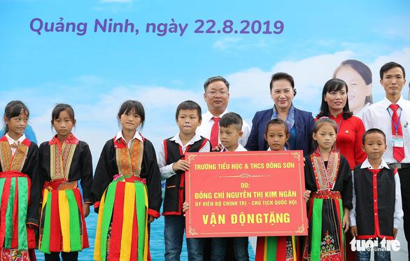 Vinamilk tặng hơn 71.000 ly sữa cho học sinh vùng cao tại Quảng Ninh - Ảnh 2.