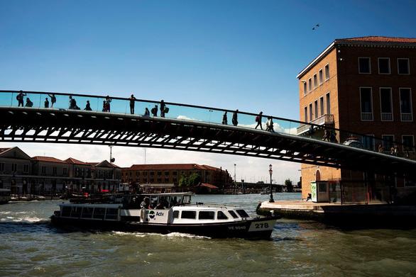 Venice phạt kiến trúc sư 86.000 USD vì xây cầu yếu - Ảnh 1.