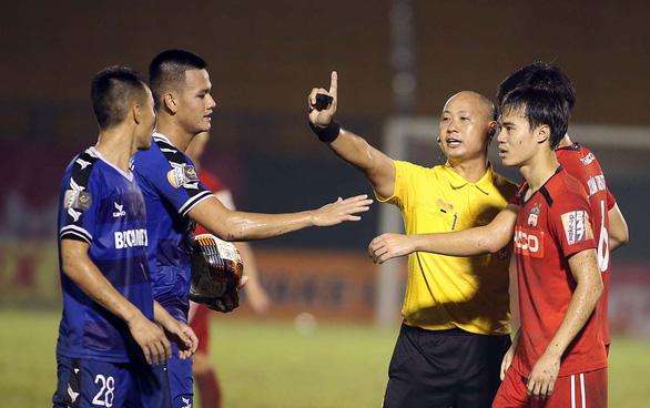 V-League đá, HLV Park Hang Seo hồi hộp - Ảnh 1.