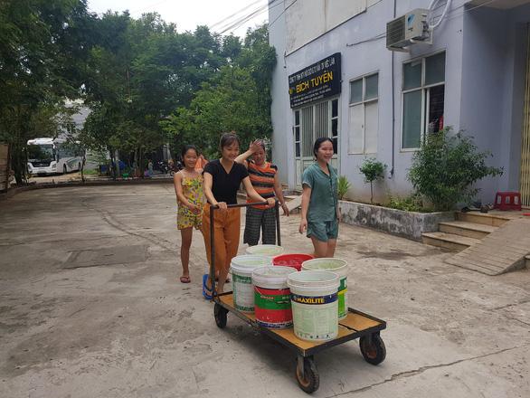 Đà Nẵng: Dân khoan giếng, chấp nhận dùng nước hôi mùi bùn để sinh hoạt - Ảnh 3.